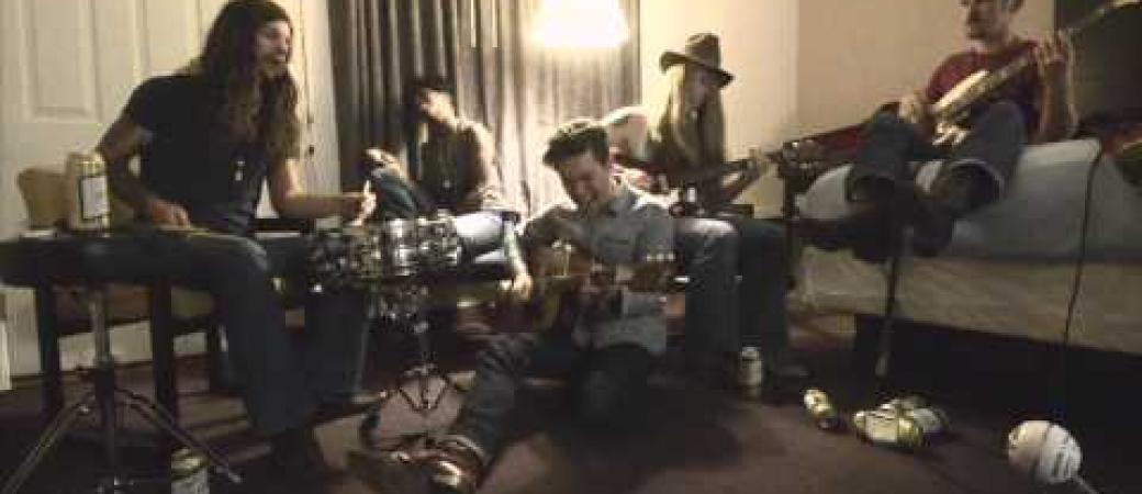"Hotel Session - Jonathan Tyler - ""Walk On By (Hobo Blues)"""